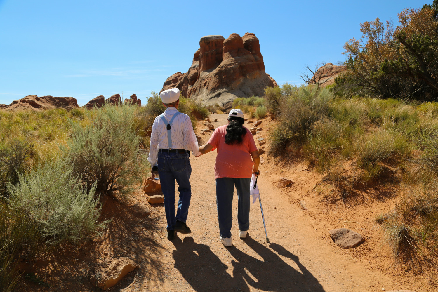 elderly-japanese-tourists-explore-arches-e1454393018548